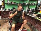Muzikálový herec si vyzkoušel, jaké je to pracovat v barber shopu.