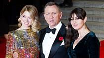 V roce 2012 se po boku Daniela Craiga objevila královna Alžběta II. v bondovském minifilmu.