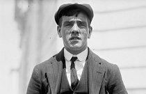 Frederick Fleet, čtyřiadvacetiletý člen posádky, který jako první viděl ledovec a ohlásil ho.
