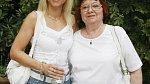 Dominika Gottová byla kdysi velice hezká usměvavá dívka. (na fotce s maminkou Antonií Zacpalovou.