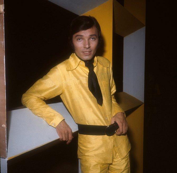 V začátcích kariéry se nebál experimentovat s módou.