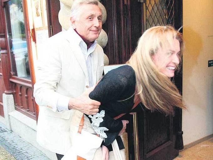 Režisér Jiří Menzel se svou ženou Olgou.