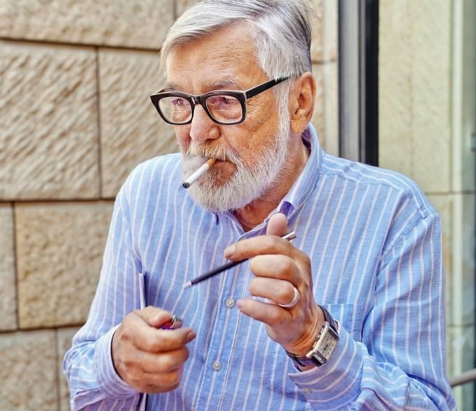 Jiří Bartoška kouřil téměř šedesát let.