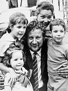 Se Suzanne Cloutierovou měl tři děti.