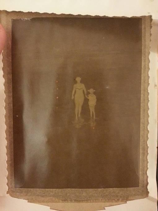 """""""Koupil jsem starý polaroid. Uvnitř bylo tohle."""""""
