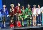 Zářivé kostýmy jsou vrcholem muzikálu.