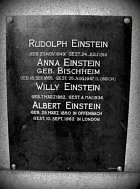 Albert Einstein a jeho rodina.