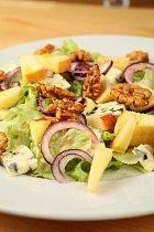 Hotový salát by měl vypadat nějak takto.