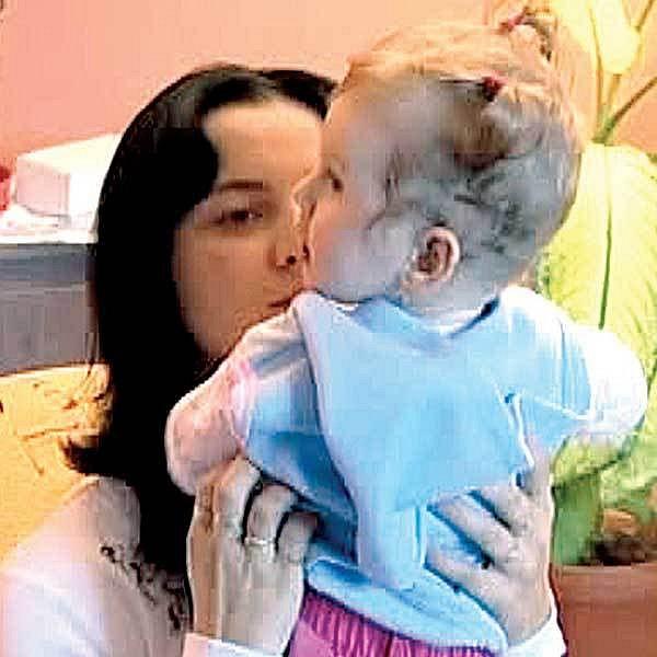Jaroslava Trojanová s dcerkou, která ale není její biologická dcera.