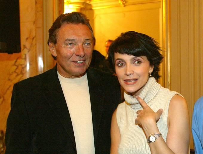 Duety s Karlem Gottem ji vynesli mezi hvězdy.