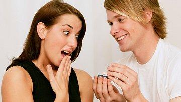 Žádost o ruku je pro ženu obvykle překvapením. Záleží, zda příjemným.