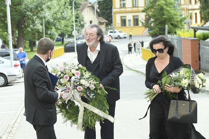 Z českých herců byl pozván pouze Bolek Polívka, kterého s Lasicou pojilo blízké přátelství.