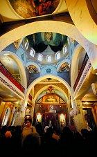 Vkopuli kostela je nyní zvěčněná Panna Marie.