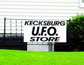 VKecksburgu už léta funguje svérázný obchod se suvenýry.
