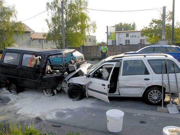 V tomto bílém autě byl údajný vrah.