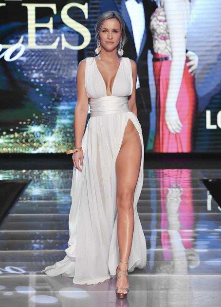 Na finále Look Bella na sebe ztrhla všechnu pozornost obnažená Nela Slováková.