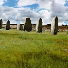 Kčemu sloužil kilometr dlouhý pás zobřích menhirů?