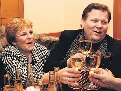 Místopředsedovi zachutnalo vínečko.