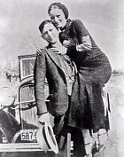 1933 - Bonnie a Clyde. Tuto dvojici netřeba představovat.
