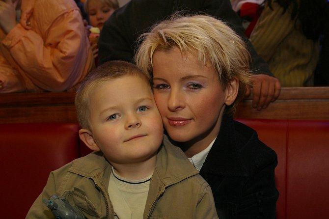 Syna Artura zpěvačka velice milovala.
