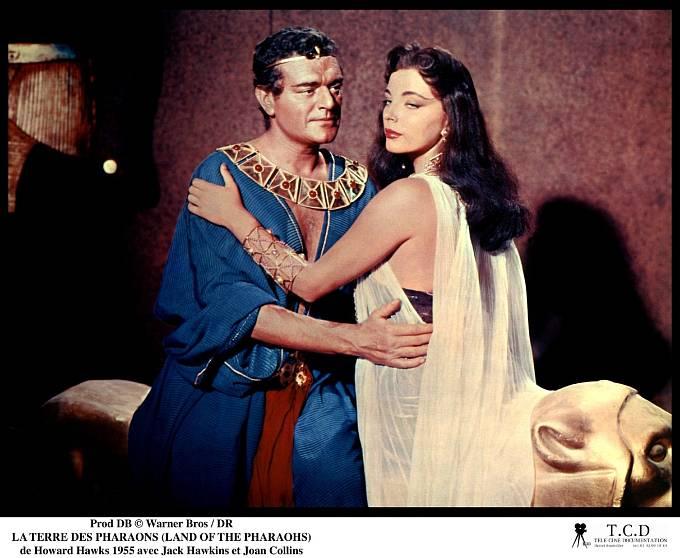 Ne, to není Kleopatra, ale Joan ve filmu Země faraonů (1955).