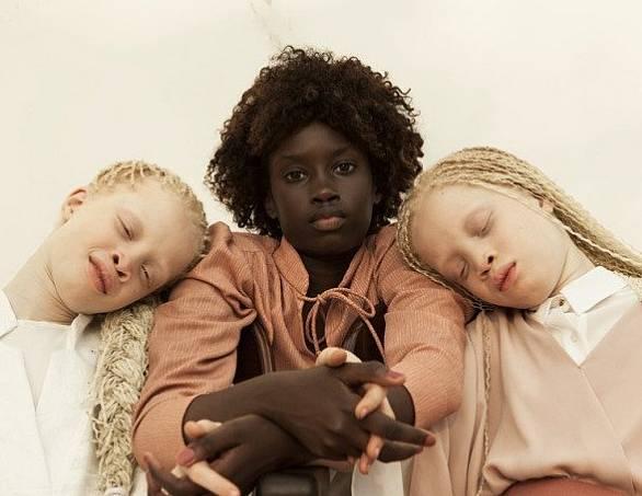 Jedenáctiletá děvčata jednoho dne dobudou módní průmysl.