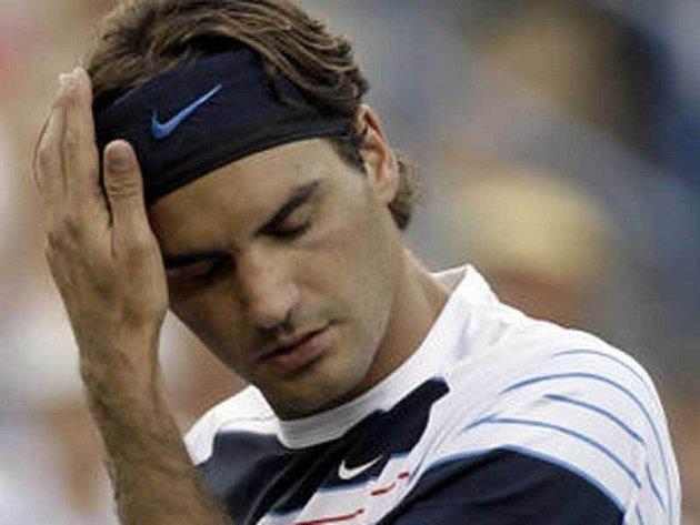 Takhle ztrápeného by Rogera Federera rádi viděli čeští tenisté po záříjové baráži.