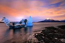 Laguna s tajícími ledovci.