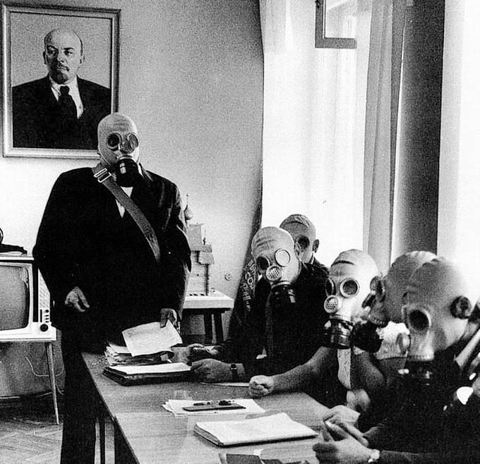 Pod vedením Lenina kjaderné katastrofě. Soudruzi dumají, kde udělali chybu.