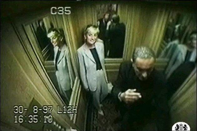Videozáznam z výtahu hotelu Ritz. Princezna Diana společně s Fayedem a ochrankou