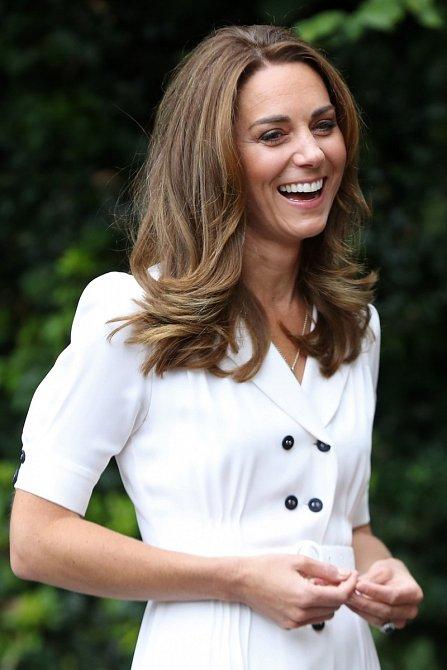Kate Middleton často napodobuje styl princezny Diany.