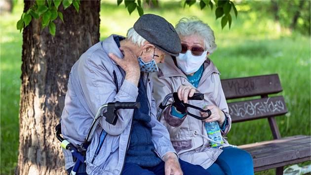 důchodci, ilustrační foto