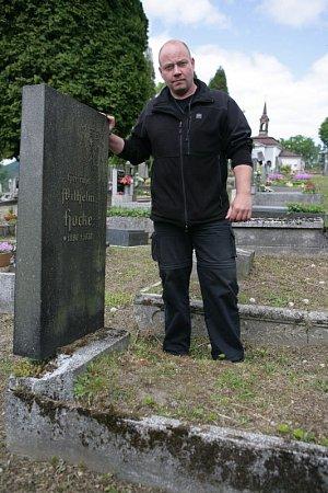 Josef Matura pracuje vpohřebnictví celý život.