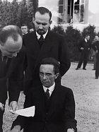Goebbelsův pohled, když zjistil, že jeho fotograf je Žid.