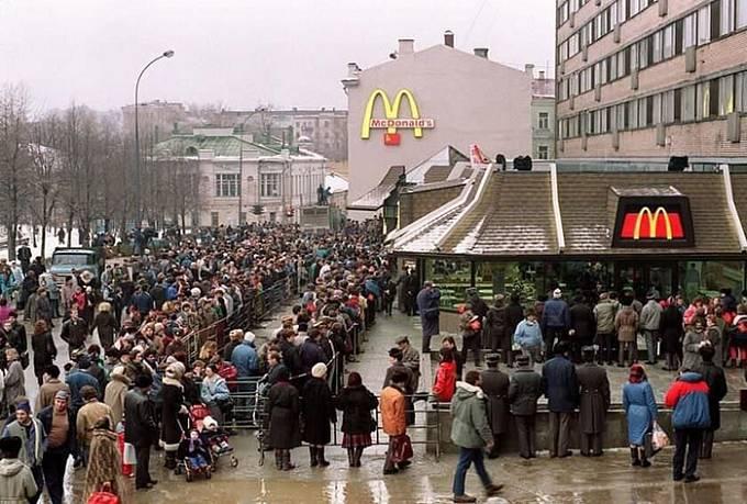 Lidé přicházeli kvůli slavnému hamburgeru ze všech koutů země