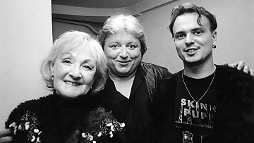 Václav Neckář s manželkou a synem na snímku z roku 2001.