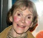 Mrtvou knihovnici si zahrála Alice Drummond. Herečka, jejíž tvář byla vidět v mnoha filmech napříč 20. i 21. stoletím. Její kariéra začala v sedmdesátých letech a držela se na špici až do svého úmrtí v roce 2016.