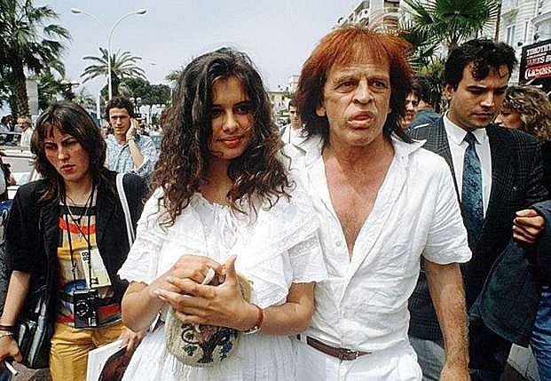 Jeho poslední manželkou se stala Debora Capriogliová.
