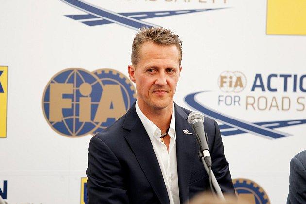 Jean Dodt, jeden ze Schumacherových nejbližších přátel ostavu svého kamaráda řekl jen toto: ,,Michael je momentálně vobklopení rodiny a přátel.