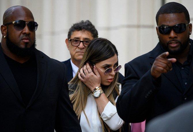 Emma Coronel Aispuro, které se přezdívá Kim Kardashian ze Sinaloy, je nyní za mřížemi.