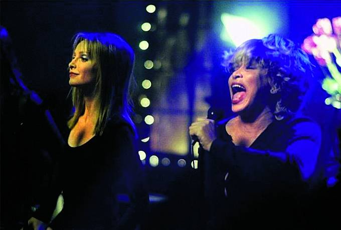 Poboku Calisty Flockhart si zazpívala vseriálu Ally McBeal.