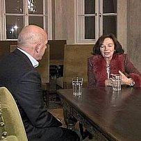 Livia Klausová v rozhovoru se Zdeňkem Šarapatkou.