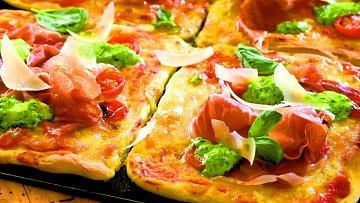 Domácí pizza s parmskou šunkou