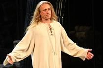 Andělský rocker s ďábelským hlasem - Kamil Střihavka. Anebo je to obráceně? Ďábelský rocker a tak dále