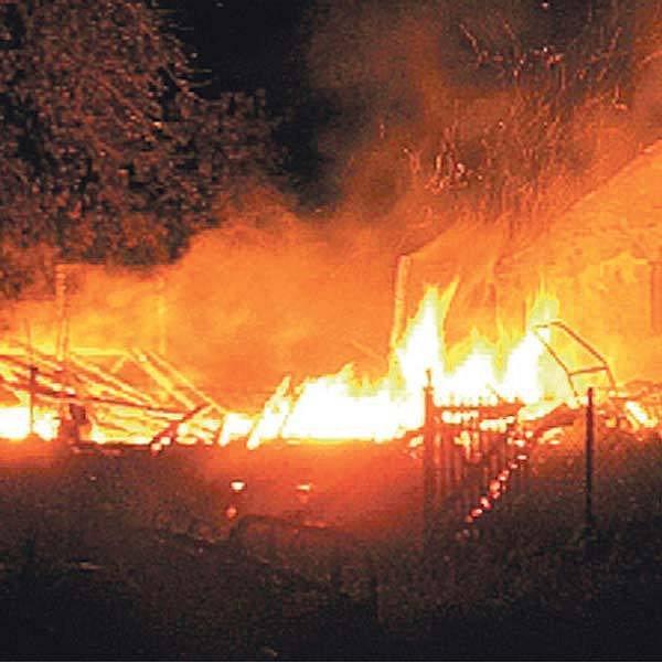 Dřevěný domek v Kunčicích pod Ondřejníkem zapálil blesk a způsobil škodu za milion korun.