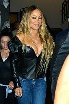 Mariah Carey je na svůj dekolt pyšná.