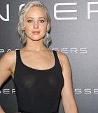 Jennifer Lawrence si sice podprdu bere, ale čas od času na to zapomene, nebo ji vynechá cíleně.