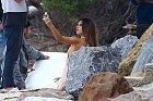 Alessandra Ambrosiová fotila v Malibu reklamu na svůj nový parfém.