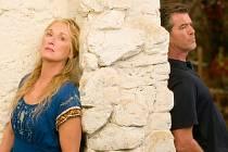 Meryl Streep a Pierce Brosnan museli na ostrovech prožívat báječné natáčení.