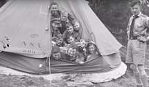 Skupinová fotka z dětského tábora.